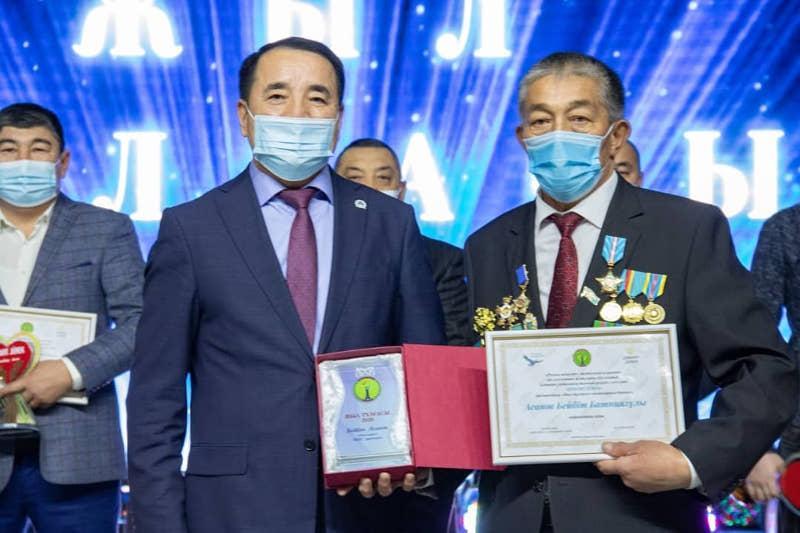 Премию «Жомарт жүрек-2020» вручили благотворителям в районе Байтерек ЗКО
