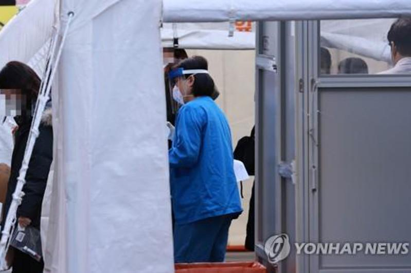 S. Korea braces for 'toughest' virus battle in winter, people urged to follow antivirus curbs