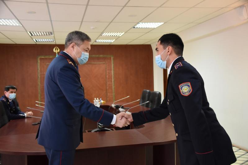 Поощрены около 500 сотрудников департамента полиции Карагандинской области