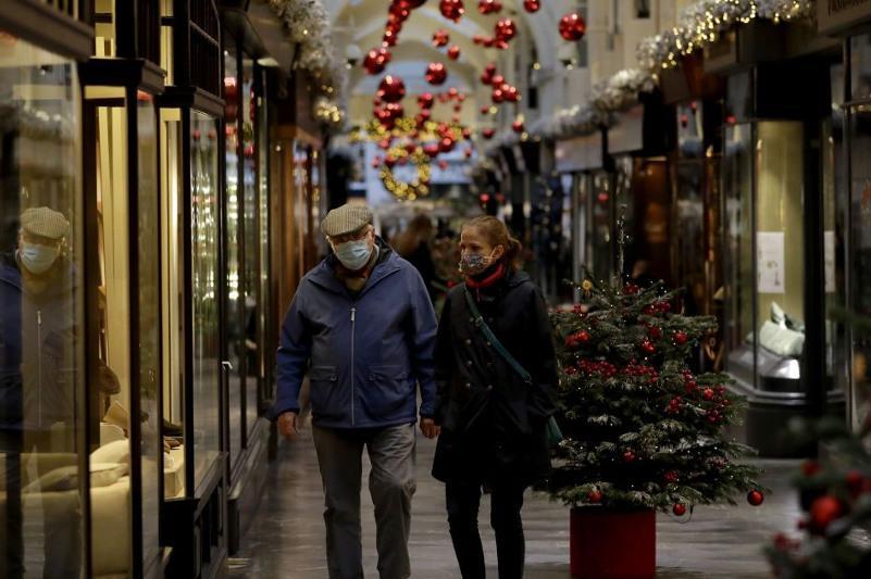 Правила для празднования Рождества выпустили в Великобритании, в США коронавирус появился в 2019 году