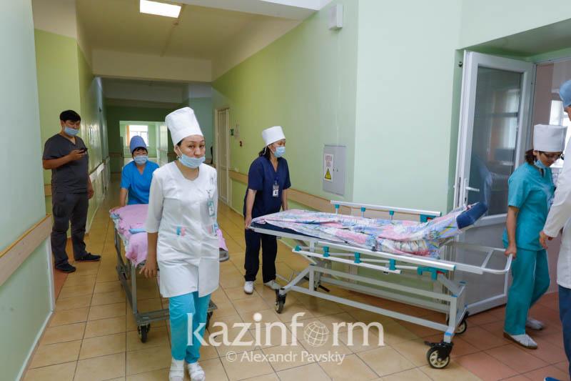 Почему пациентов с коронавирусом перевели из модульной больницы в Алматы