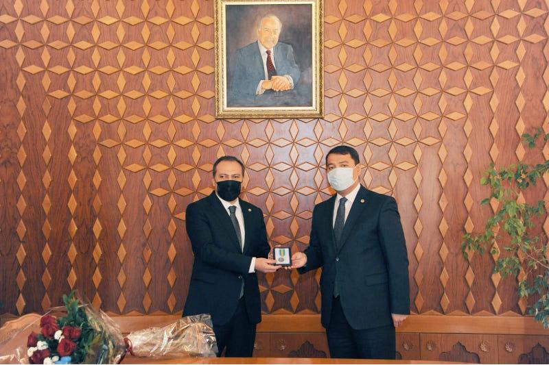 Руководству Конституционного суда Азербайджана вручили высокие награды Казахстана