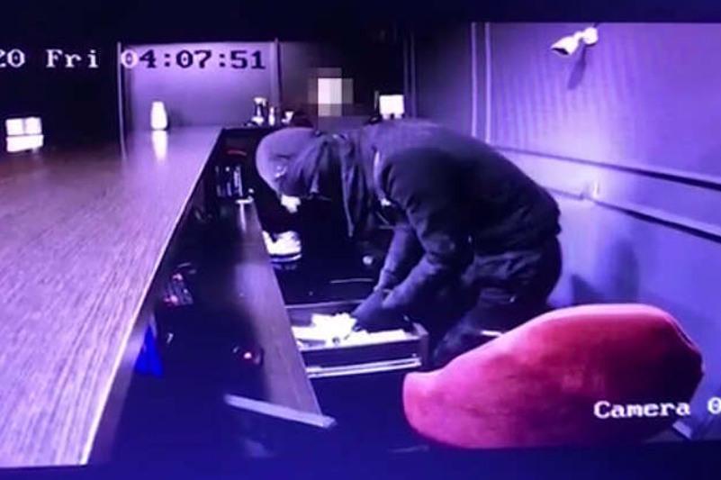 Шу ауданында букмекерлік кеңсеге қарулы шабуыл жасаған күдіктілер ұсталды