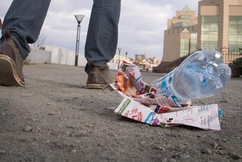 За выброс мусора штрафуют жителей Атырау