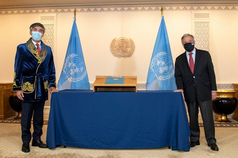Kazakhstan's Permanent Representative to UN presents credentials to António Guterres