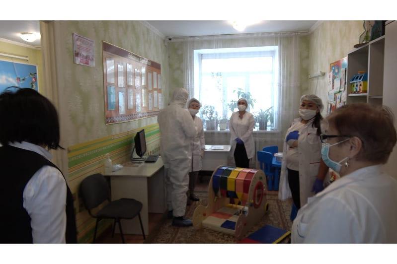 С деятельностью Аягозского детского центра ознакомилась общественная комиссия