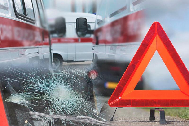 Карета скорой помощи столкнулась с автобусом в Караганде