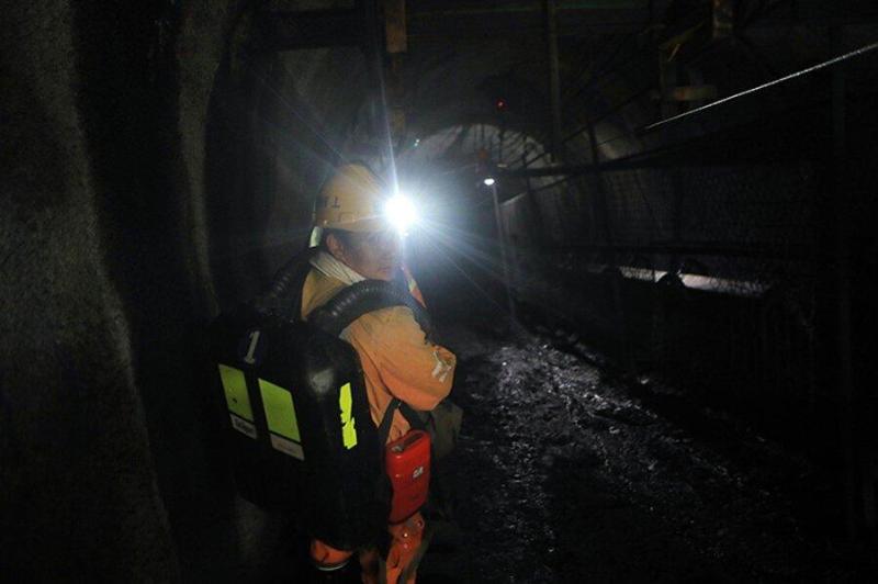 24 горняка оказались заблокированы в шахте в Китае