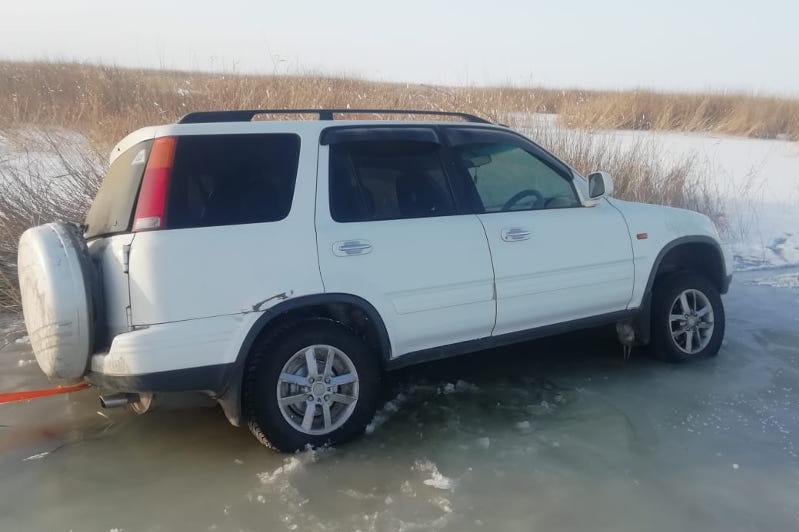 Заблудившихся на автомобиле рыбаков нашли в ВКО