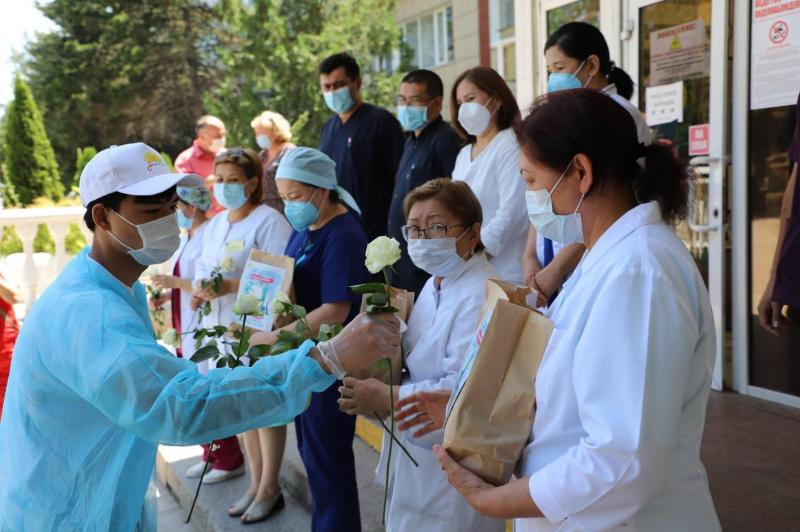 Алматинские жасотановцы поздравили всех добровольцевс Международным днем волонтеров