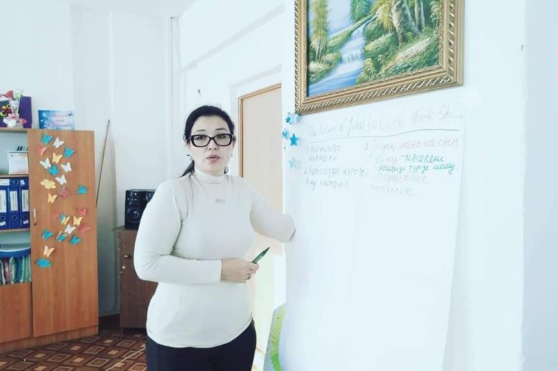 Jaqsylyqtyń úlken-kishisi joq – volonter Gúlmıram Srajova