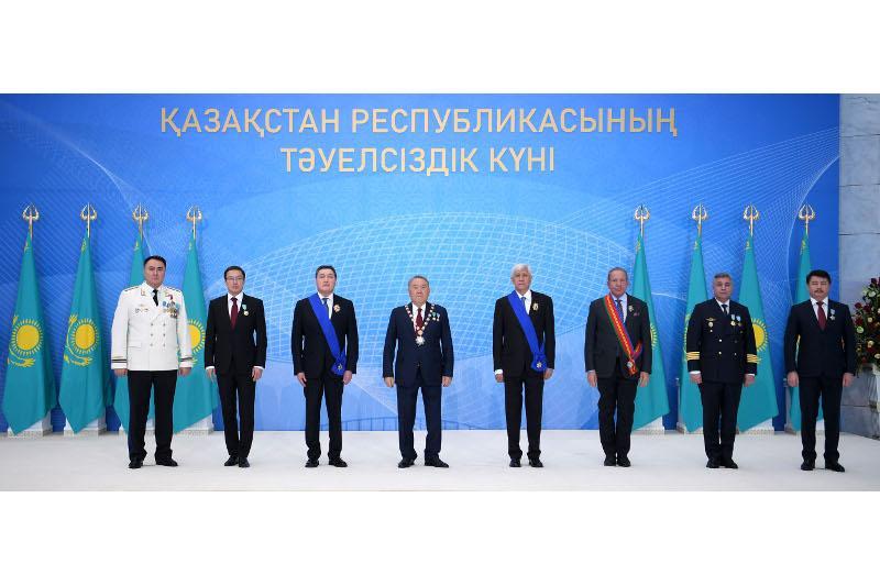 纳扎尔巴耶夫出席国家奖章颁授仪式