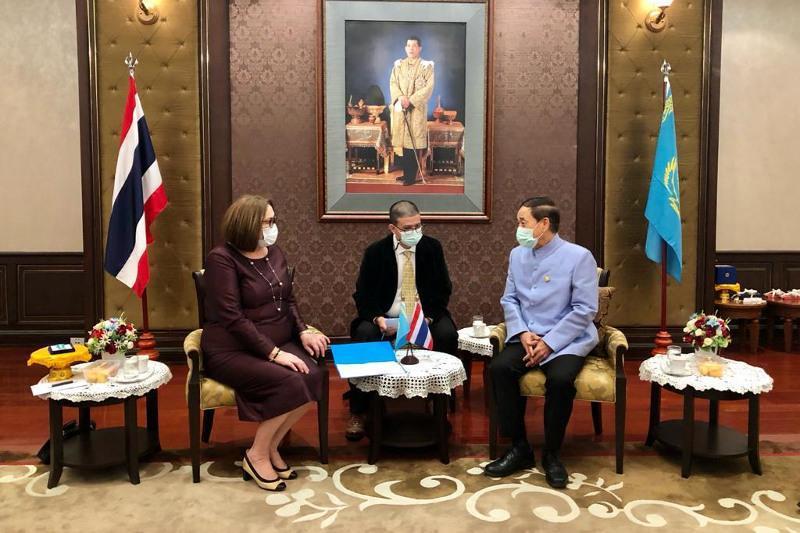 泰国宪法法院院长被授予哈萨克斯坦宪法纪念勋章