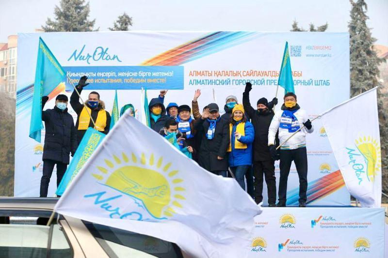 Свыше 200 автолюбителей Алматы объединились в поддержку«Nur Otan»