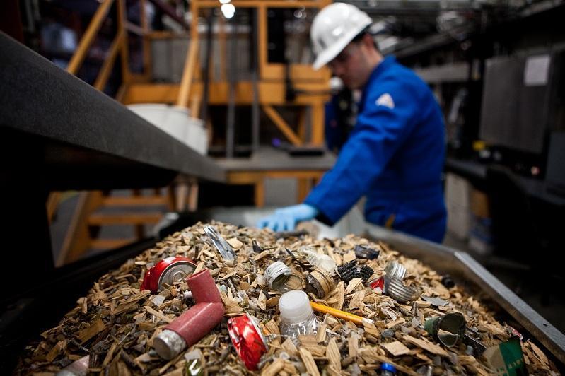 Довести уровень переработки мусора до 30% пообещали в Минэкологии