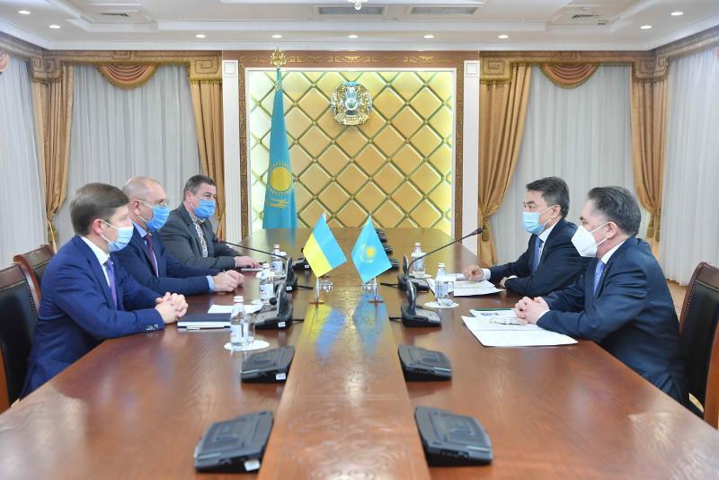 Kazakh Senate reps, Ukraine's Verkhovna Rada observers meet