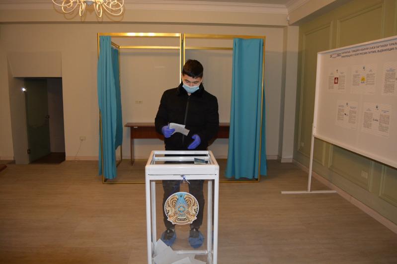 На избирательном участке в Ереване завершилось голосование
