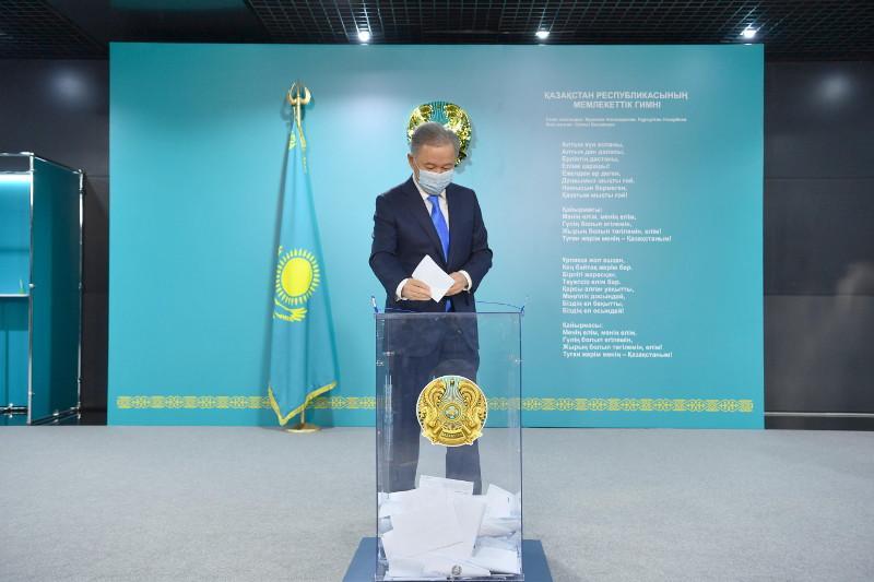 Нурлан Нигматулин проголосовал на выборах депутатов в Мажилис от АНК