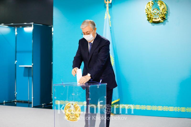 Касым-Жомарт Токаев проголосовал за кандидатов в депутаты Мажилиса от АНК