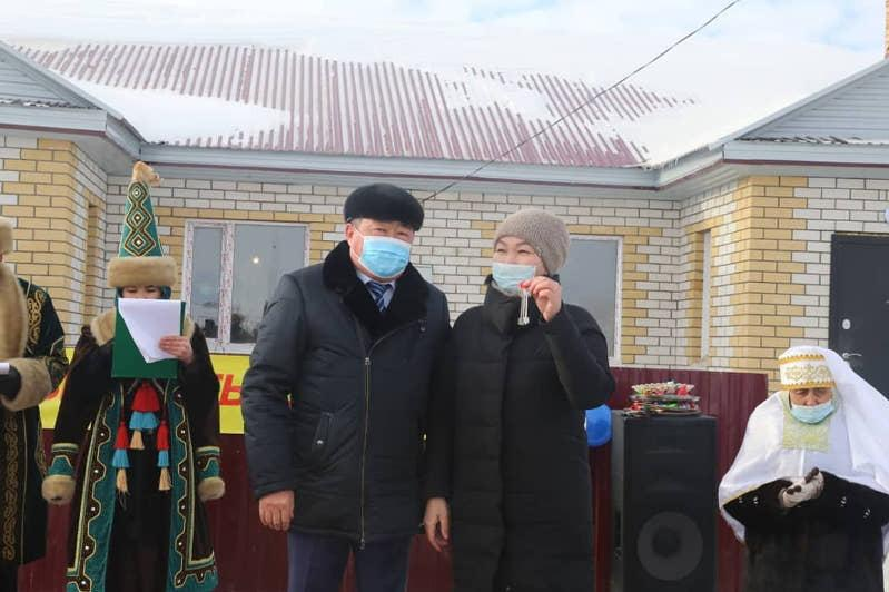 ШҚО-ның Абай ауданында 32 пәтер көпбалалы және тұрмысы төмен отбасыларға берілді
