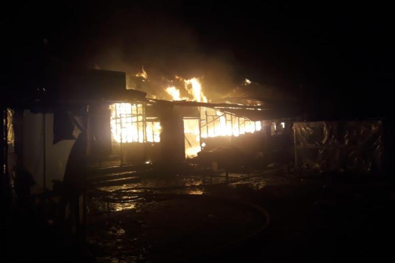 Торговые павильоны горели в городе Шу