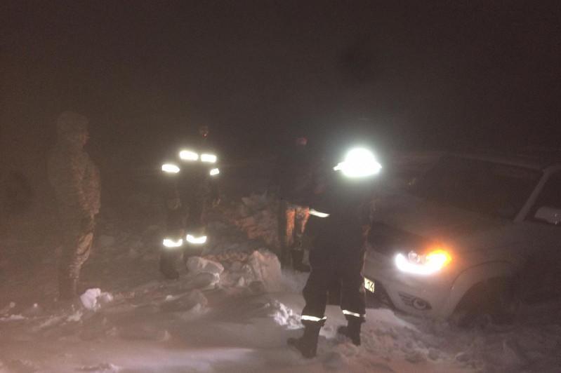 Павлодарлық құтқарушылар жолда қалған 13 адамды эвакуациялады
