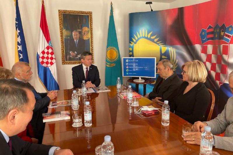 """""""哈萨克斯坦议会选举结果""""圆桌会议在萨格勒布召开"""