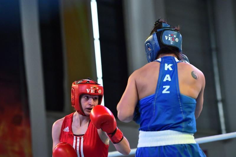 Қазақстандық жеті боксшы қыз Сербиядағы турнирдің жартылай финалына шықты