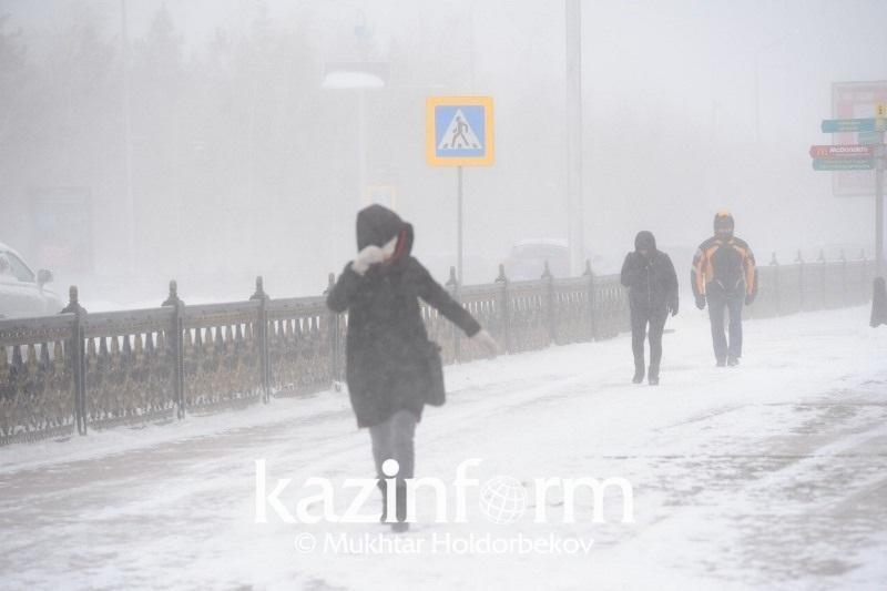 Метель, гололед, сильный ветер ожидаются в Казахстане 14 января