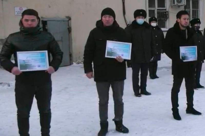 Астанада жолай өтіп бара жатқан жігіттер Сарыбұлақ өзеніне түсіп кеткен 3 баланы құтқарды