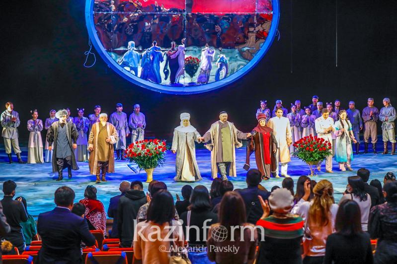 Премьеру спектакля «Тайна Абая» представили на сцене драматического театра Алматы