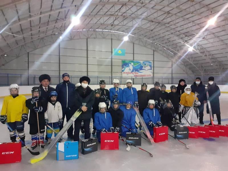 Ледовый каток открылся в одном из районов ВКО