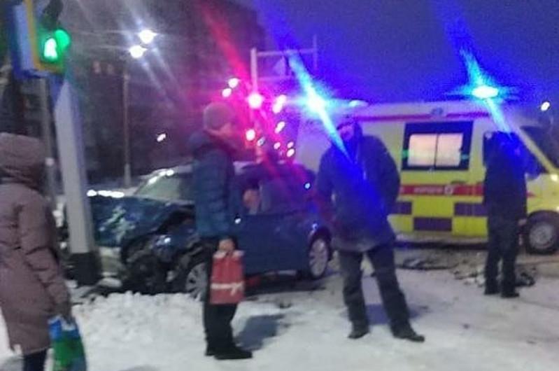 Спасатели извлекли мужчину из покореженного автомобиля в Петропавловске