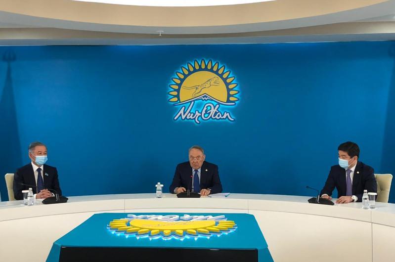 Елбасы «Nur Otan» партиясының парламенттік фракциясының отырысына қатысуда