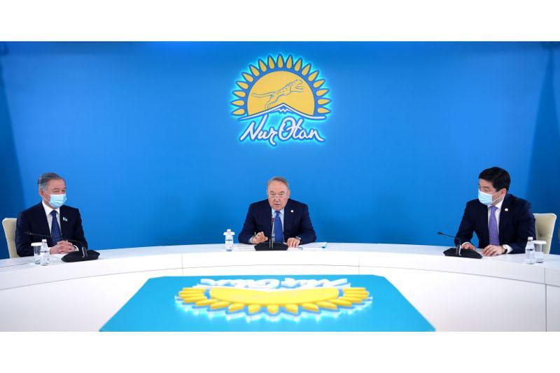 Нұрсұлтан Назарбаев «Nur Otan» партиясының Мәжілістегі фракциясының отырысына қатысты