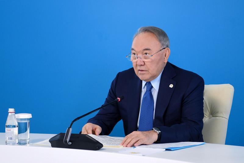 Нурсултон Назарбоев «Nur Otan» партияси Мажилис фракциясининг йиғилишида иштирок этди