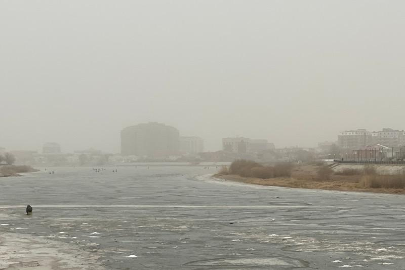 Monster wind, dust storm hit Atyrau city