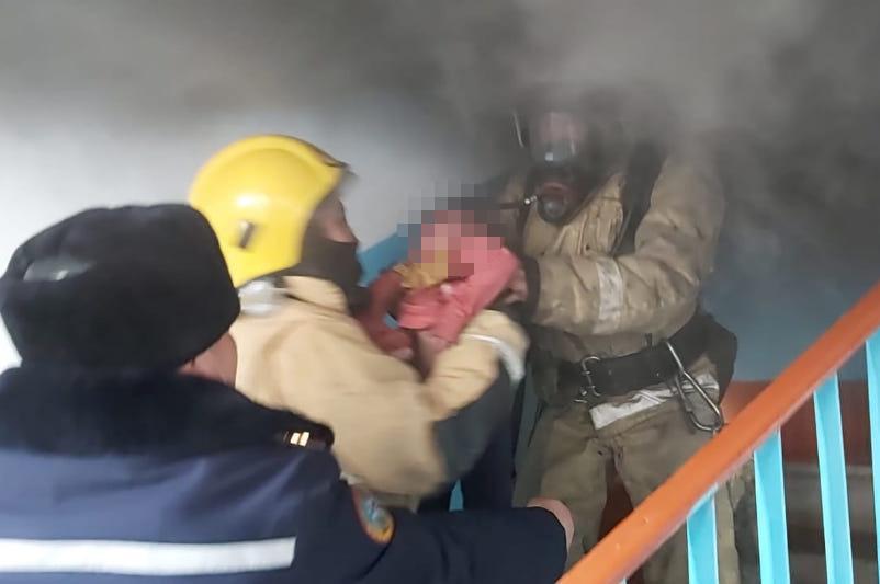 Четверых человек спасли при пожаре в жилом доме в Алматинской области
