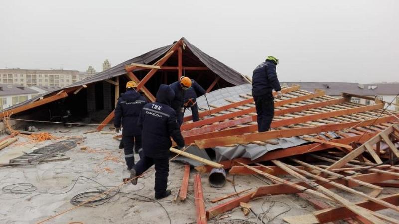 О масштабах ущерба от штормового ветра рассказали в Атырау