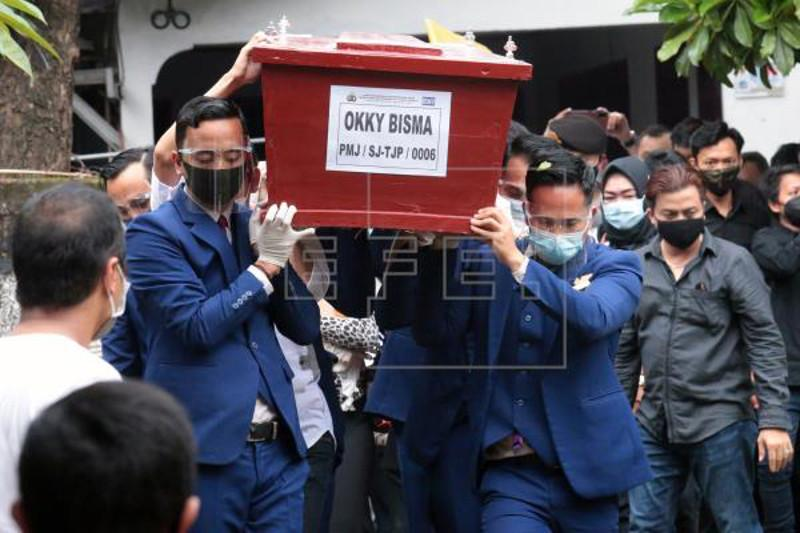 Indonesia resumes search for crashed plane's wreckage, victims