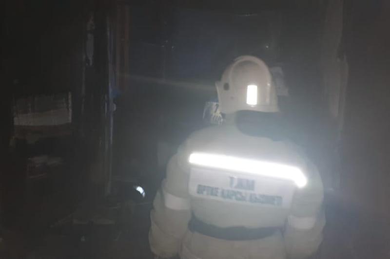 Оралда көпқабатты үйдегі өрттен 14 адам эвакуацияланды