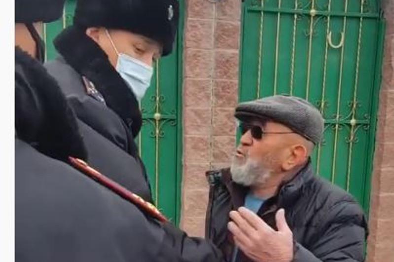 Мужчина напал на сотрудников полиции в Алматы