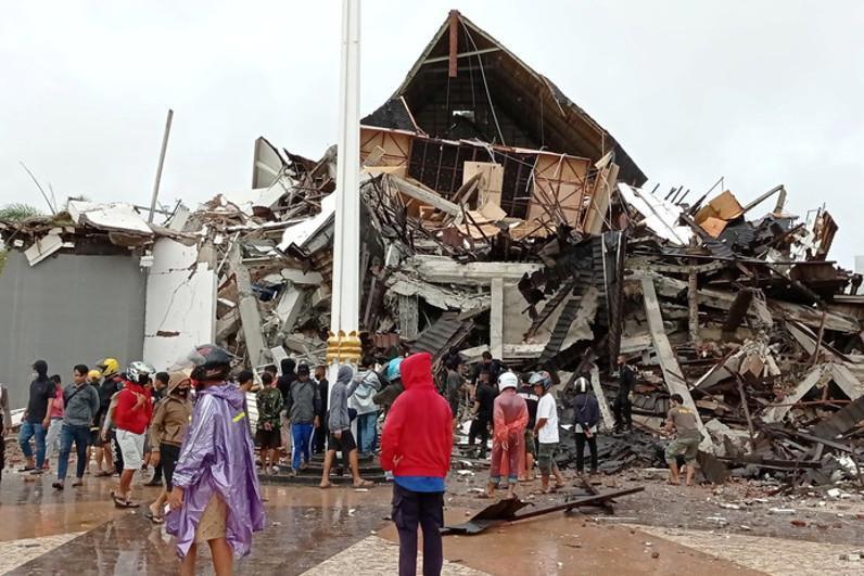 印尼发生6.2级地震 已造成32人死亡数百人受伤