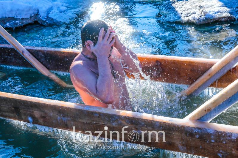 Массовые купания на Крещение запретили в Костанайской области