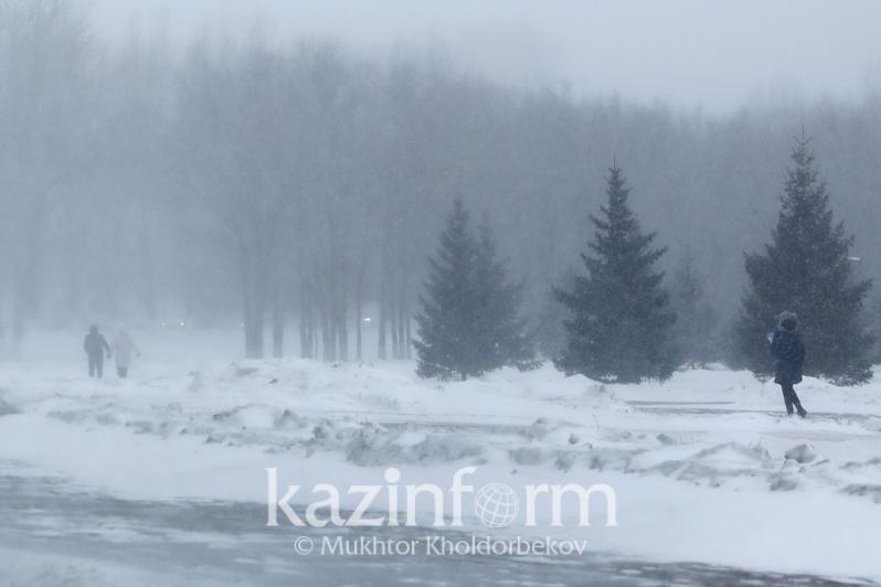 Штормовое предупреждение объявлено в Нур-Султане и 11 областях Казахстана