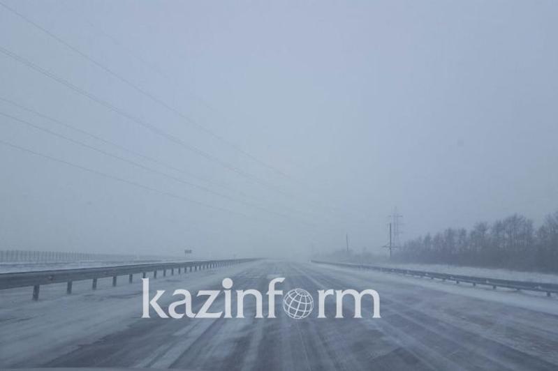 Ограничено движение транспорта на автодорогах в трех областях Казахстана