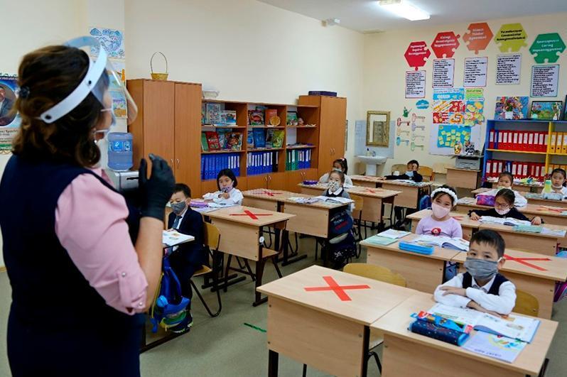 Как будут учиться школьники и студенты Алматы: вышло новое постановление