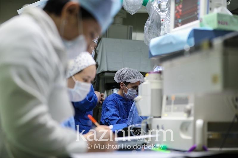 В тяжелом состоянии находятся 294 пациента с коронавирусом – Минздрав РК