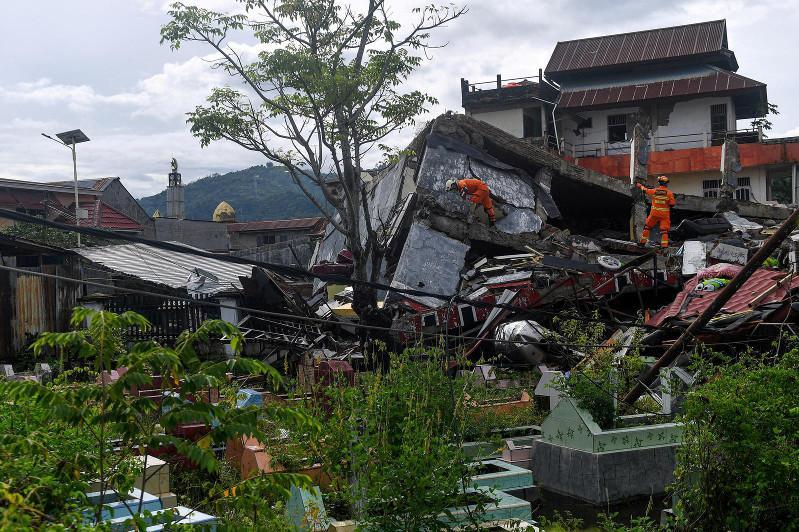 Индонезияда жер сілкінісі құрбандарының саны артты