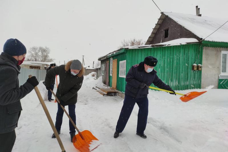 #ДелайДобро: помочь пенсионерам с уборкой снега призывает молодежь СКО